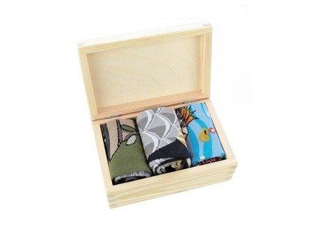PREMIUM prezent dla wędkarza, zestaw 3 par skarpet w drewnianym pudełku Red Pike